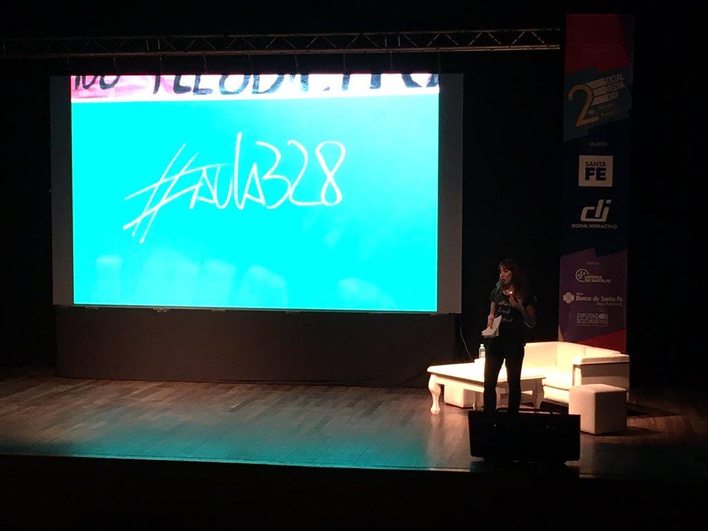 Victoria Sosa nos cuenta una innovadora y dinámica forma de enseñar y aprender! #SMDayRos https://t.co/6CwSbb97uG