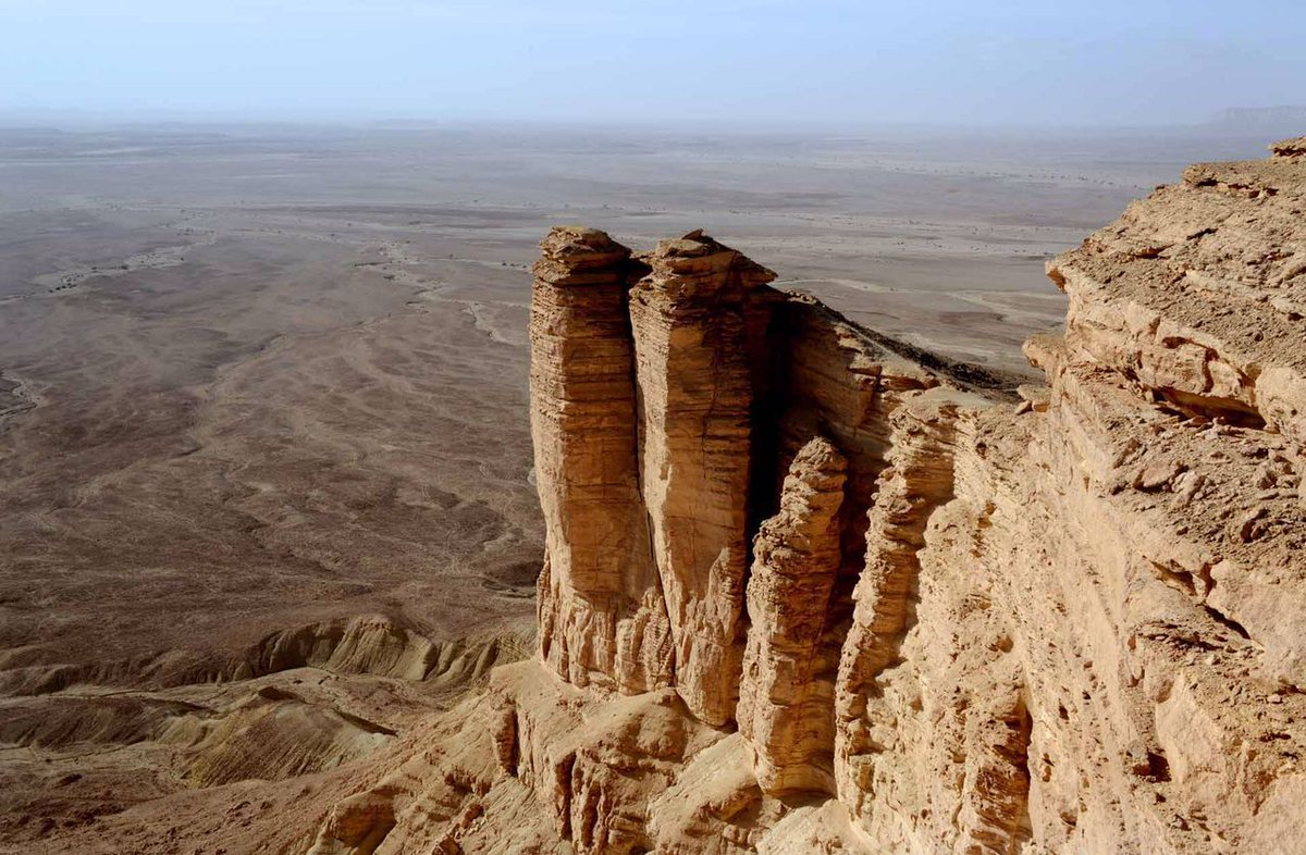 مشاريع السعودية على تويتر منتجع حافة العالم بـ الرياض منتجع صحراوي يقع على قمة حافة العالم الشهيرة ضمن سلسلة جبال طويق