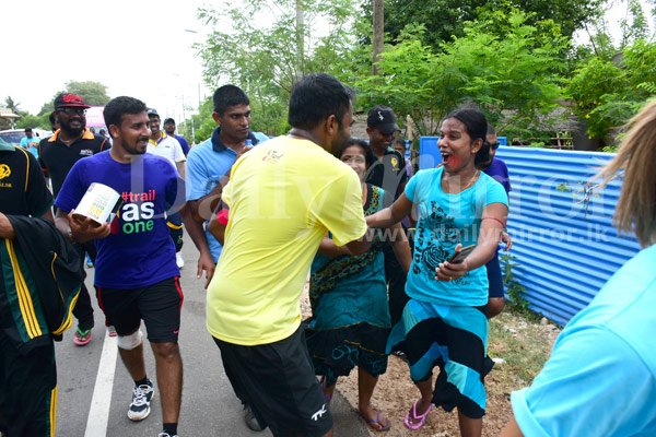 Mahela gets a big hug from a girl in Jaffna. https://t.co/mNw49G2uCv #TrailSL https://t.co/zYoejr3UNf