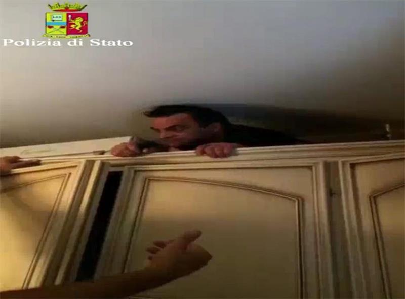 Video cattura Boss Mafia: Antonio Pelle esce dall'armadio