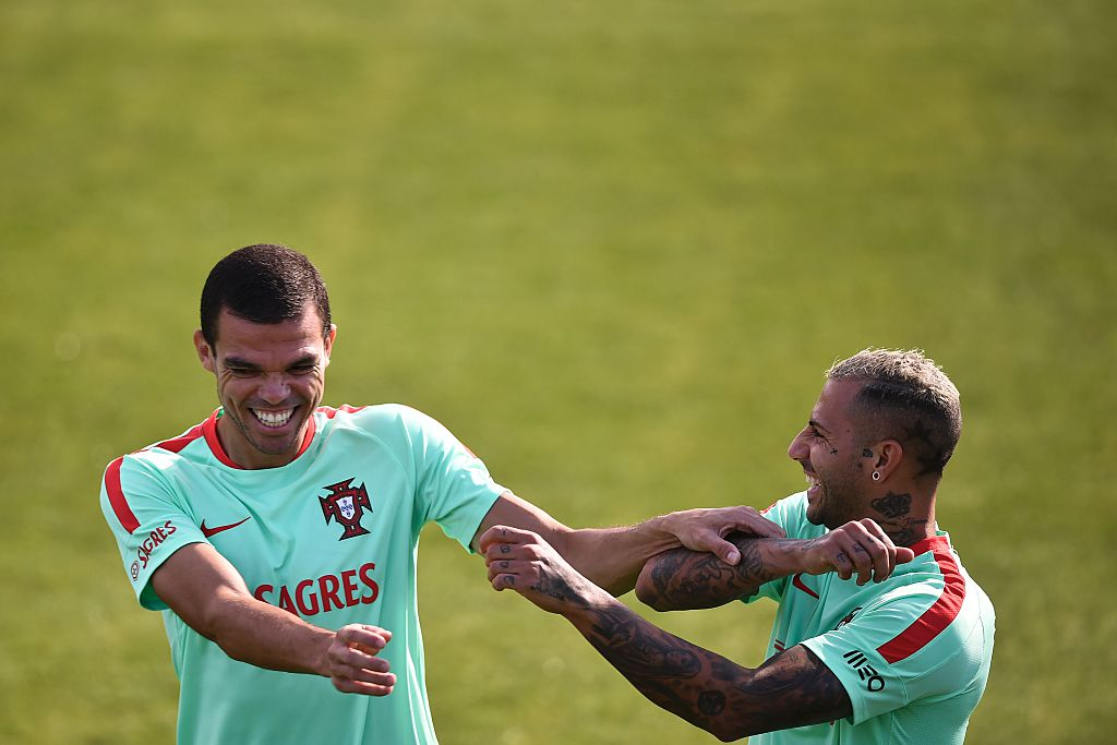 Ricardo Quaresma   Cristiano Ronaldo are 😃 as  selecaoportugal train for  Andorra. cffc8e01ad78f