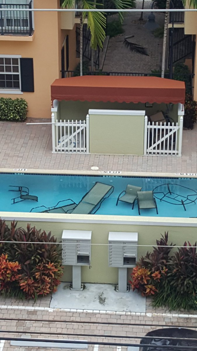 #HurricaneMatthew #ProTip This is how you take care of your pool furniture in a hurricane https://t.co/K3tDOGfsSl