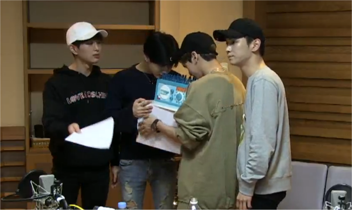 Jongtae smelling the cake lol https://t.co/qLrxOSAuXt