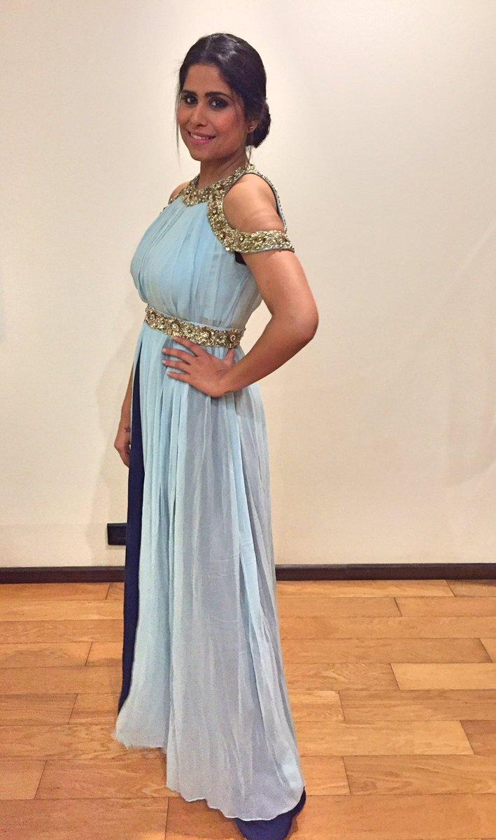 Our Super #Stunning Diva #SaiTamhankar looking #Elegant in outfit by #NidhikaShekhar for the premier of #FamilyKatta.pic.twitter.com/9xnC657HOp