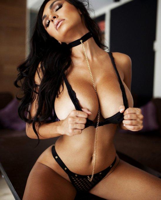 Just pull the collar already 😱 @Playboy @PlayboyTV @PlayboyTVLA @PlayboyPlus @PlayboyMagSA @PlayboyRadio