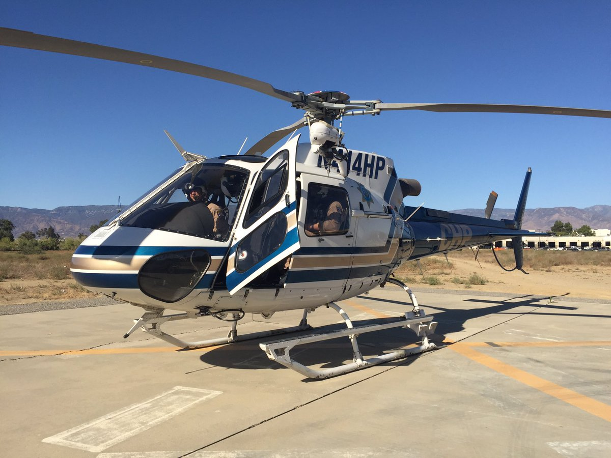 """工地干完活后,一架直升机从天而降,飞行员告诉我:""""总裁派我们来接你回家,今天路上特别堵,怕你开车开太累,不想你再出车祸了。""""   我好幸福。嗯!  #宅西之日常 https://t.co/CjuKXniGmg"""