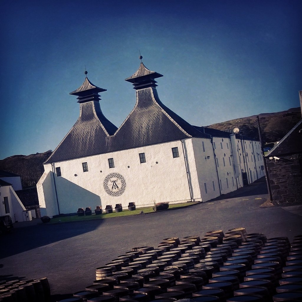 Lovely afternoon in  Ardbeg  whisky  distillery. The BEST  haggis  neeps  and  tatties with  Uigedal.  Islay  lunchpic.twitter.com 0UAu4qMOGT 15f8a8692