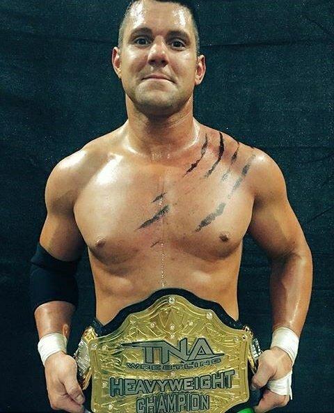 إيدي إيدواردس بطل TNA