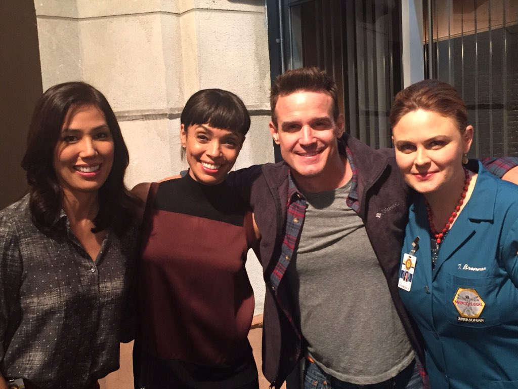 With the lovely ladies of @BONESonFOX  @emilydeschanel  @michaelaconlin  @TamaraTaylor https://t.co/WEdjH3YIGf