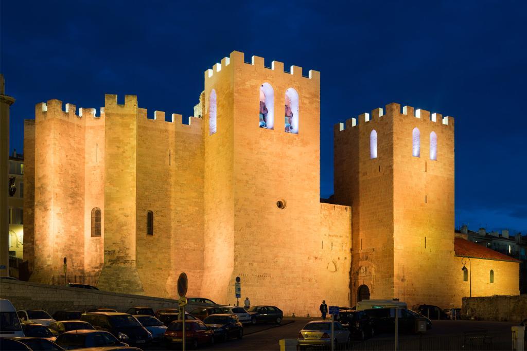 """Un éclairage allant """"de l'or à l'argent"""" pour l'Abbaye de Saint-Victor à Marseille: https://t.co/IR6NODSIdh https://t.co/yDgHQV9B2p"""