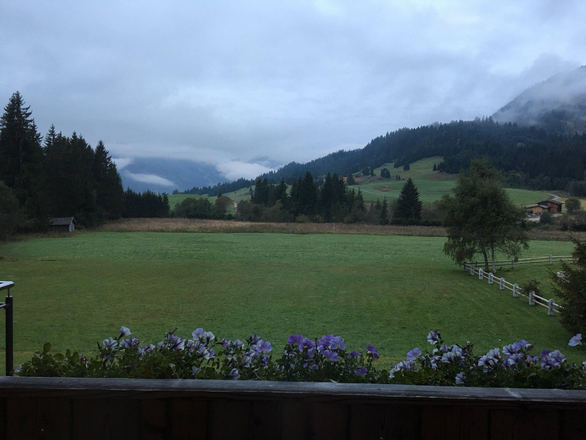 Guten Morgen. Heute Wolkenbegegnung über Tannheim. #meurers #TannheimerTal #cloud https://t.co/khlmeF4lXx