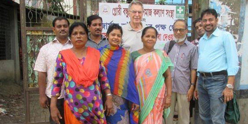 Einen kurzen Gruß aus #Dhaka senden Einsatzarzt Gebhard von Haehling und das lokale Team! https://t.co/Zm8dlKR4Hk https://t.co/G9KIsxNAJg