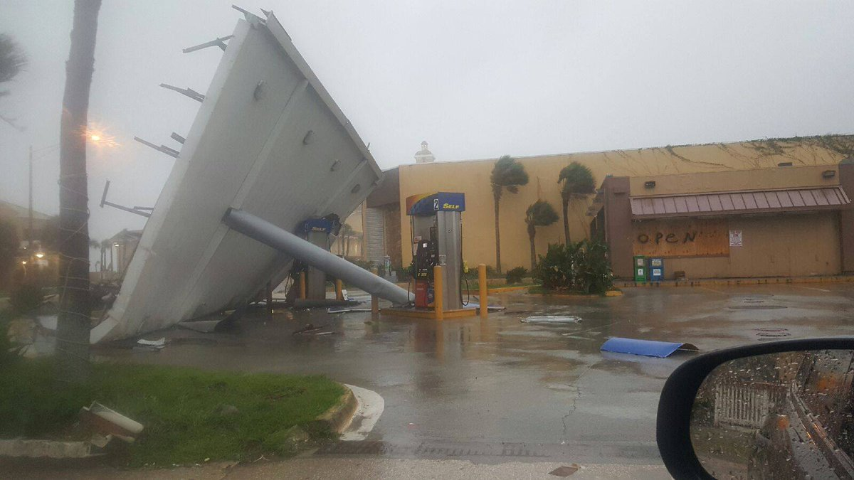 WOW! Monica sent us this photo from Daytona. #HurricaneMatthew  More photos here: https://t.co/lK6BJp86Lr
