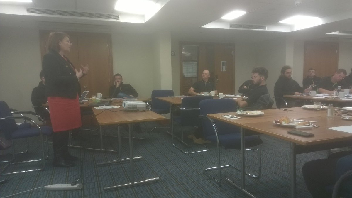 Visiting @EcoProductsLtd today to talk #leadsheet. Our Risk & Performance manager training a group of engineers on safe handling of lead. pic.twitter.com/AWXyctPir8