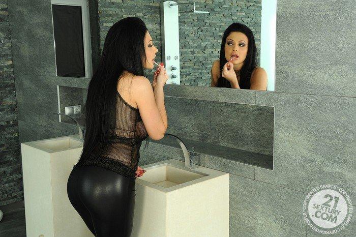 @paintballgunz23 @orlova_monika @HotActressNavel @SunnyLeone watch free bathroom porn @ http://luckyporntubes.com/ and http://milfssite.com/pic.twitter.com/QObCzLtoea