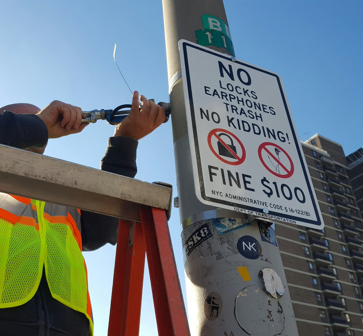 Brooklyn Bridge is no place for 'love locks,' says city officials