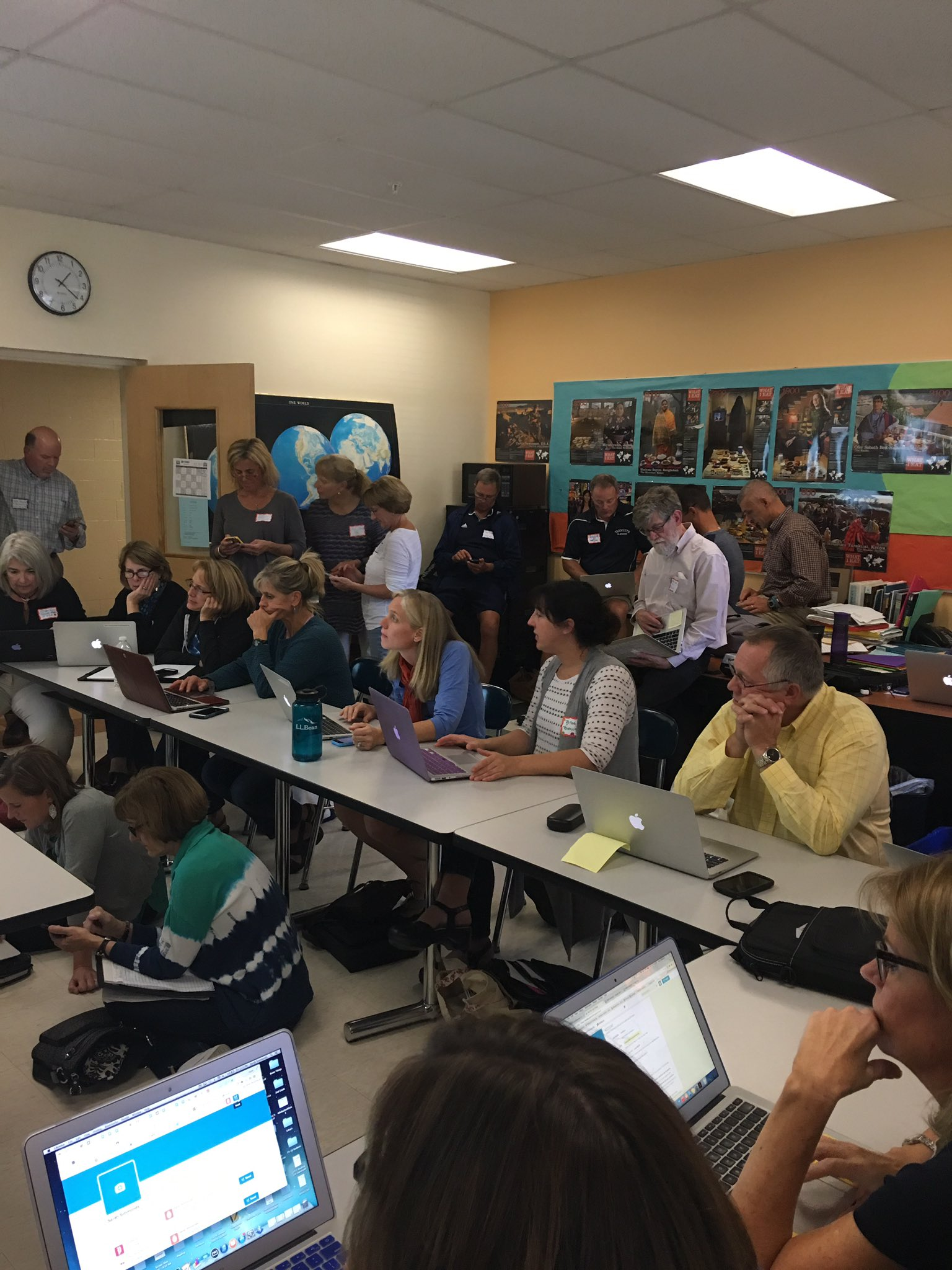 Lots of educators sending their first tweets! #yfinnovate https://t.co/tmDJ4SWo9V