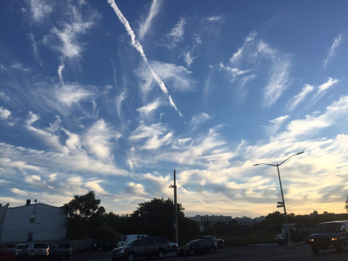 I'm missing natural clouds smh. These darn #chemtrails #Newyork https://t.co/K6HoLwz1pD