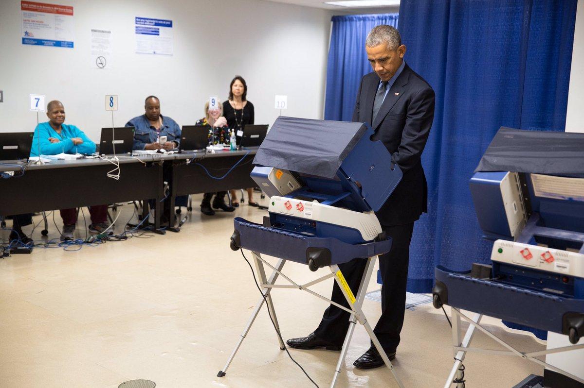 Выборы в США: Обама досрочно проголосовал за будущего президента США