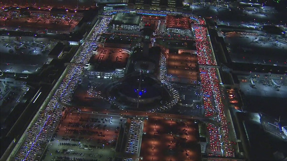 Trafficalert century blvd closed near lax police respond for Best parking near lax