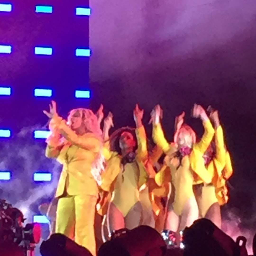 Beyoncé >> The Formation World Tour - Página 44 CuNgo9OW8AAWC95