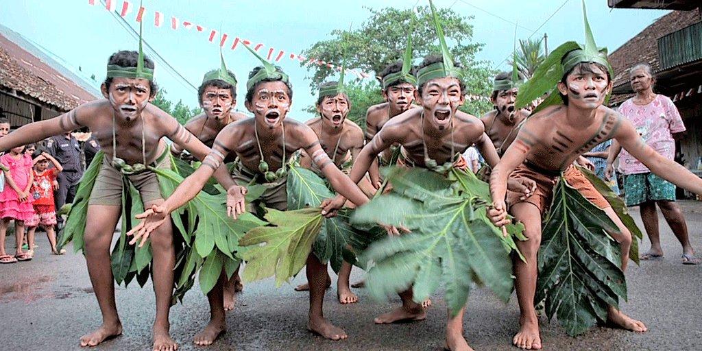 "Pariwisata & Ekonomi Kreatif on Twitter: ""Yuk saksikan Festival Laskar  Pelangi 2016 diadakan pada tanggal 21-23 Oktober 2016. #PesonaIndonesia  Selengkapnya: https://t.co/kzvRkjFV1l… https://t.co/E5V5dQOdIC"""