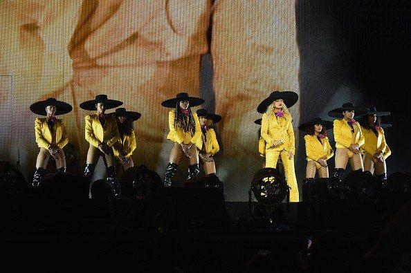 Beyoncé >> The Formation World Tour - Página 44 CuOC28pXYAI0Eax