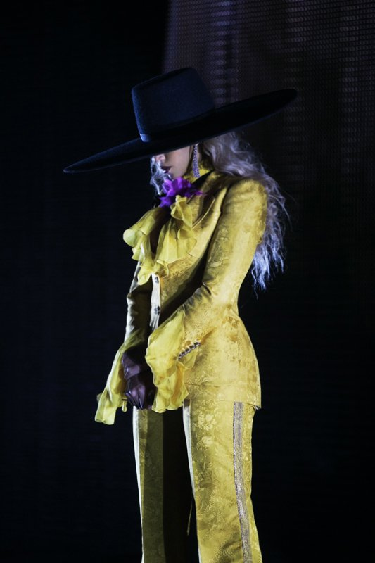 Beyoncé >> The Formation World Tour - Página 44 CuOE6wYWIAUcaEX