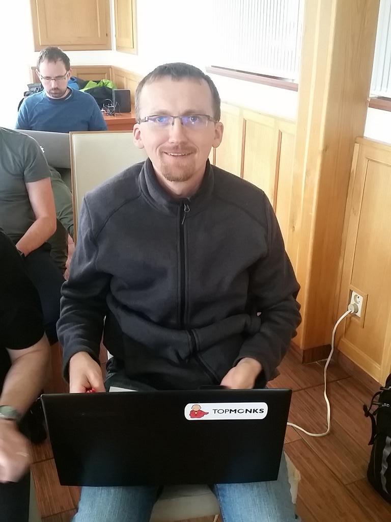 https://twitter.com/JaroslavHolan/status/784659565577134080