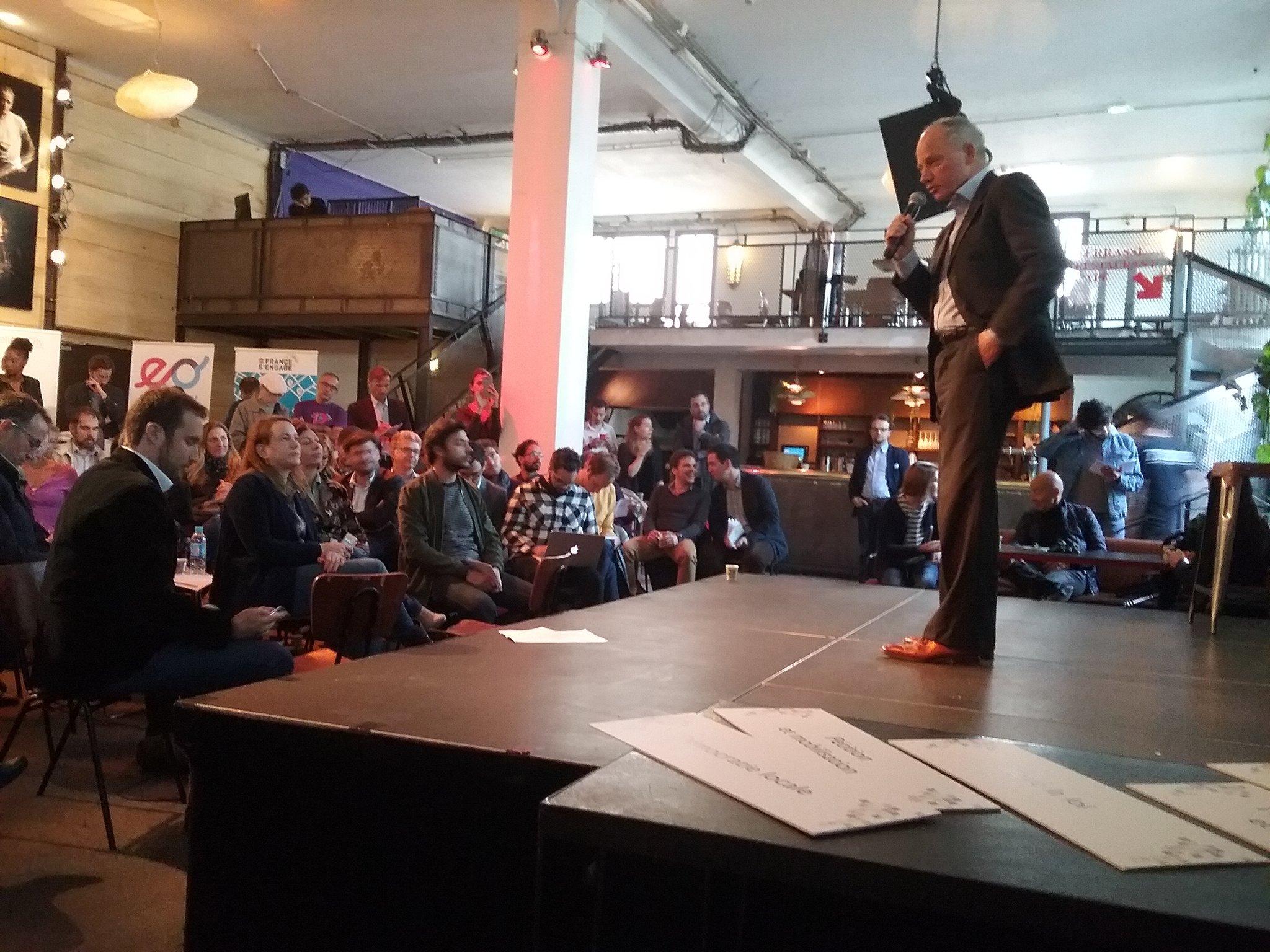 @Marc_LECERF s'est prêté au jeu en faisant un pitch auprès des participants du forum de la #CivicTech https://t.co/IZZnEdlKfi