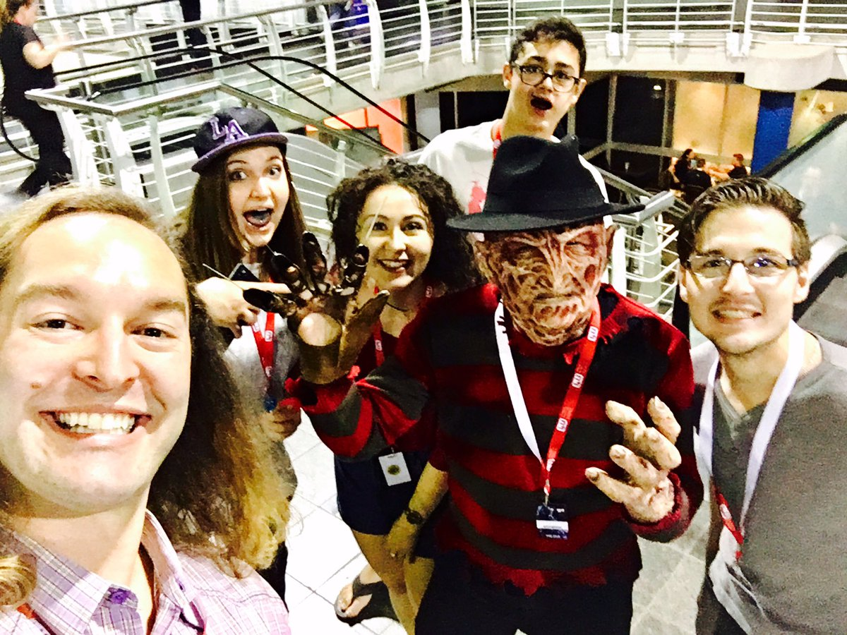 Easily one of the best cosplay outfits at @rAgeExpo 2016. @Darrangedd as Freddy Krueger. #VCrewZA https://t.co/EnFxzmXyPV