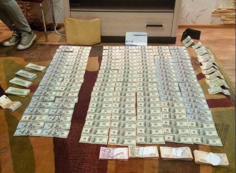 У дніпровського судді-хабарника знайшли десятки тисяч в різній валюті - фото 1