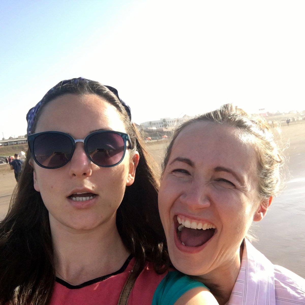când ești Marina și încerci să faci o poză prietenilor dar iese un selfie pentru că ai activat fron camera