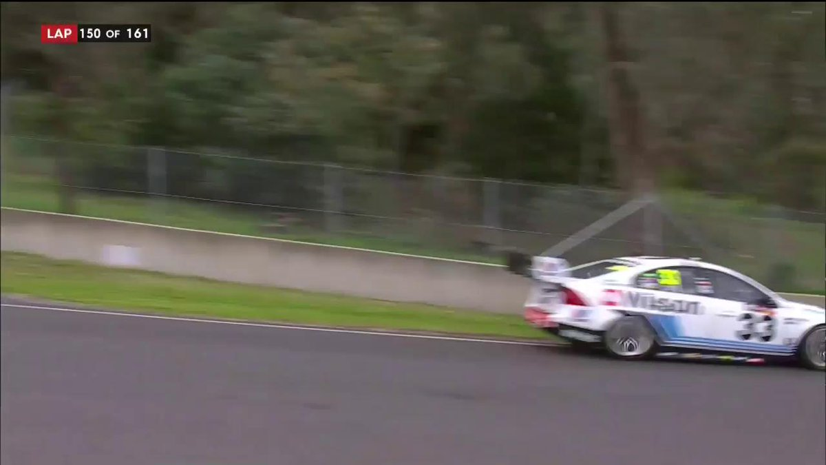 UNBELIEVABLE   #Bathurst1000 #VASC https://t.co/DHJIOsn4Vg