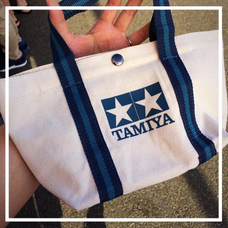 タミヤのミニバック新製品が出てた!ブルーとブラウンの2色で1400円。内ポケットとフタ付き。 #mini4wd https://t.co/SAAUVdlRkz