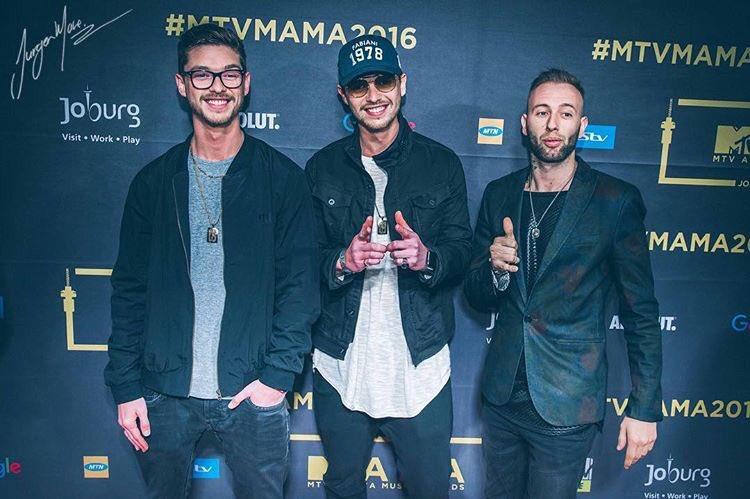 Keep those #MTVMAMA2016 Votes comin!!   Just tweet:   #MAMAVote @Locnville #BestPop https://t.co/EY5Yo0W758