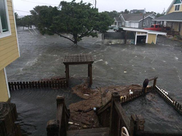 Hurricane Matthew Southeast Coast Discussion Thread - Page 8 CuU3pxDWEAEz3K4