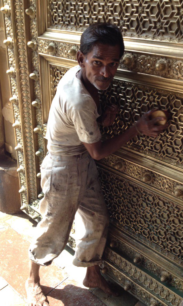 For every palace door that glimmers in this world, there is a man who cleans it. https://t.co/dwu61YFdVS