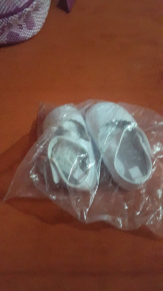 I want to give these out, never been worn. My daughters have big feet from birth https://t.co/pi49eXP2QH
