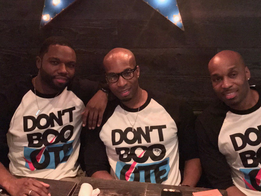 At @HarlemFoodBar the verdict is clear: Don't boo, vote. (And Clinton won.) https://t.co/4YNWO1alEu