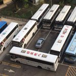 バスの駐車場を占拠した一台の車がメッチャ仕返しされてて笑うwこれは完全包囲!
