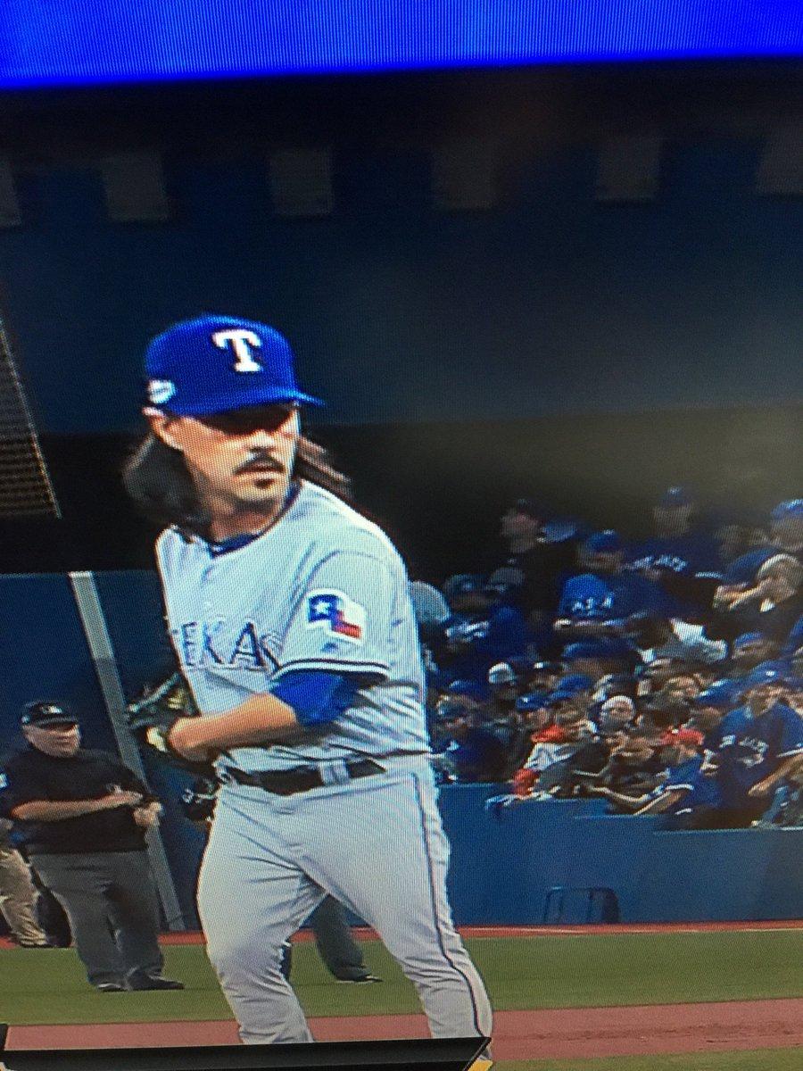 あ、トニーの顎髭が! #swallows https://t.co/DXpA6RhQQZ