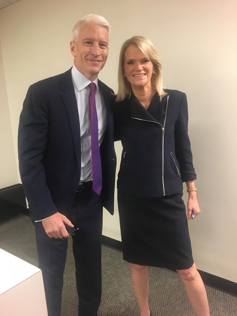True Teamwork. Thank you @andersoncooper https://t.co/XiTBinhnAh