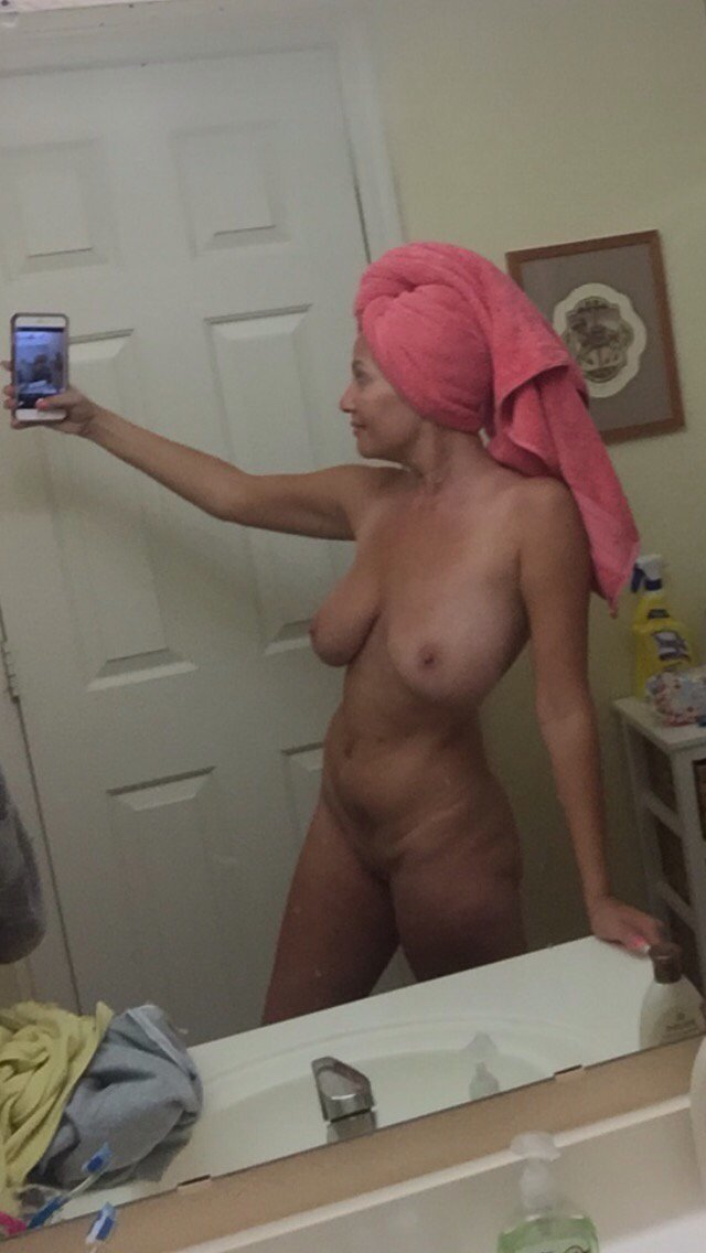 Nude Selfie 8808