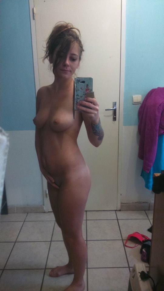Nude Selfie 8799