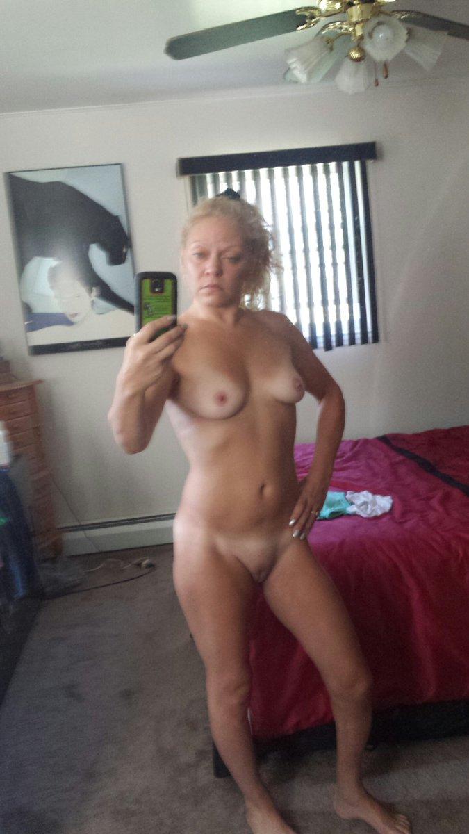 Nude Selfie 8868