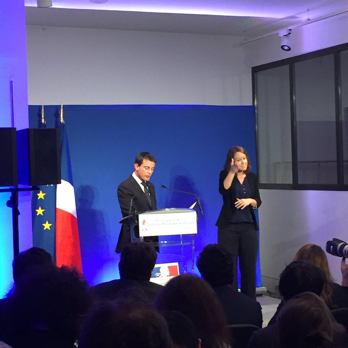 """#LoiNumerique @manuelvalls """"toutes les données produites par l'Etat sont des biens publics"""" #opendata https://t.co/N18Z1sEG2W"""