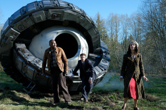 Time travel, adventure, mystery: why you should watch #Timeless: https://t.co/s5oVrVS8AP @NBCTimeless AD https://t.co/kjhT2dWCmm