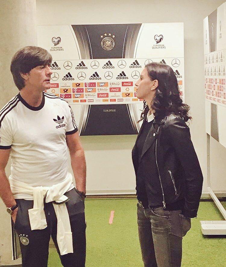 Hier Jogi #Löw im Austausch mit Teresa #Enke anlässlich der Präsentation unserer neuen App. Auch der Bundestrainer unterstützt die #EnkeApp.