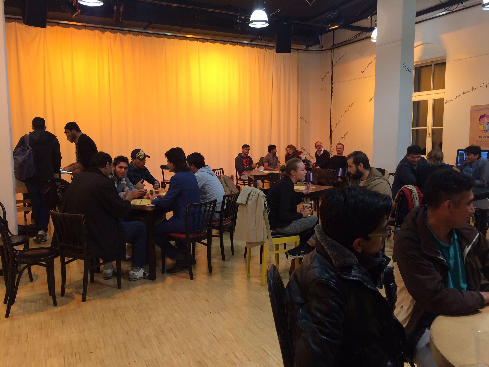 Die #ddss16 zu Gast im #Montagscafé @schauspielDD https://t.co/b34bsNuIBs